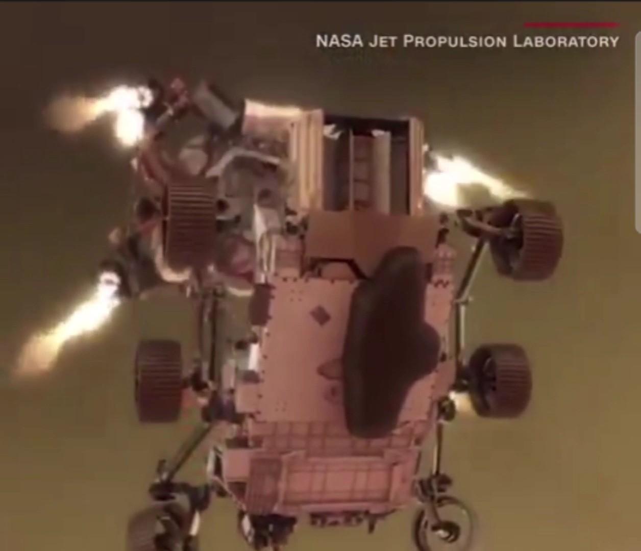 مركبة فضاء برسيفيرانس اثناء هبوطها على سطح المريخ