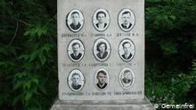 أسماء وصور ضحايا ممر ديتلوف في نصب يخلد ذكراهم