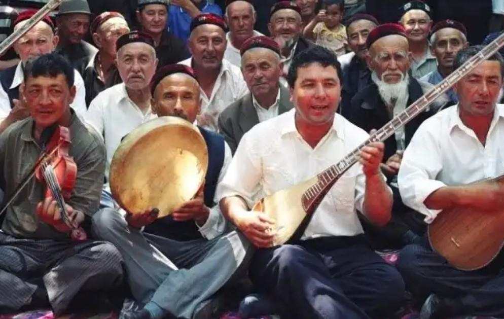 فن المقامات الإيغورية حاضرة في الثقافة الشعبية ولا تزال تعتمد على أدواتها الموسيقية التقليدية