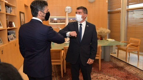 وصول السفير الإماراتي محمد آل خاجة الى إسرائيل