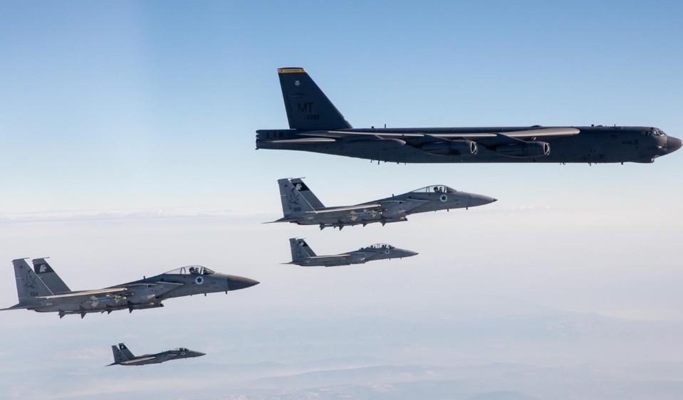 طائرات قطر والسعودية وإسرائيل ترافق قاذفات القنابل الأمريكية في الشرق الأوسط