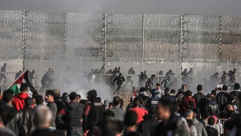 فلسطينيون يتظاهرون عند حدود غزة