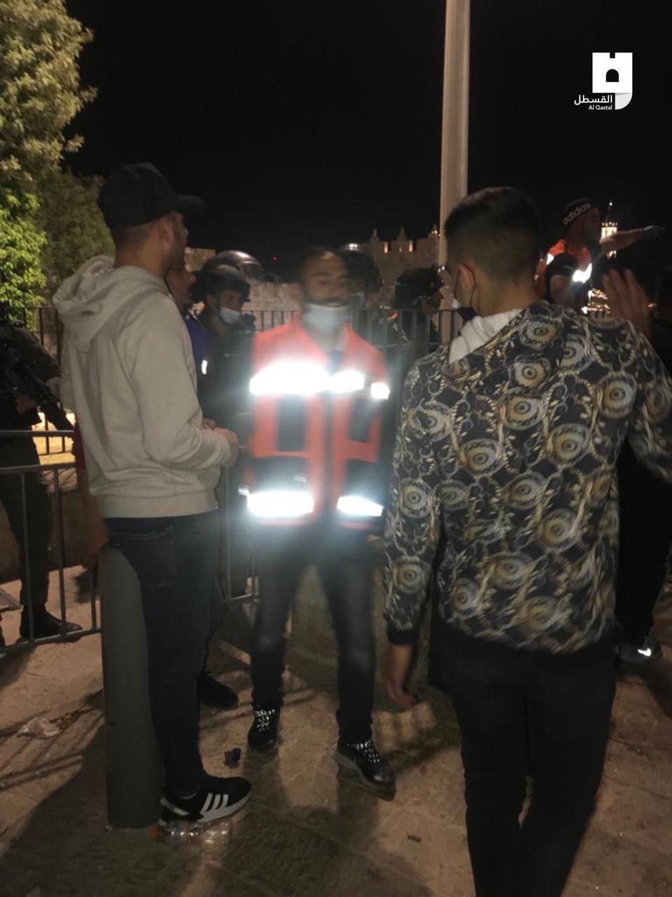 باب العامود وهجوم قوات الإحتلال الإسرائيلي بالقنابل الصوتية على الفسطينين