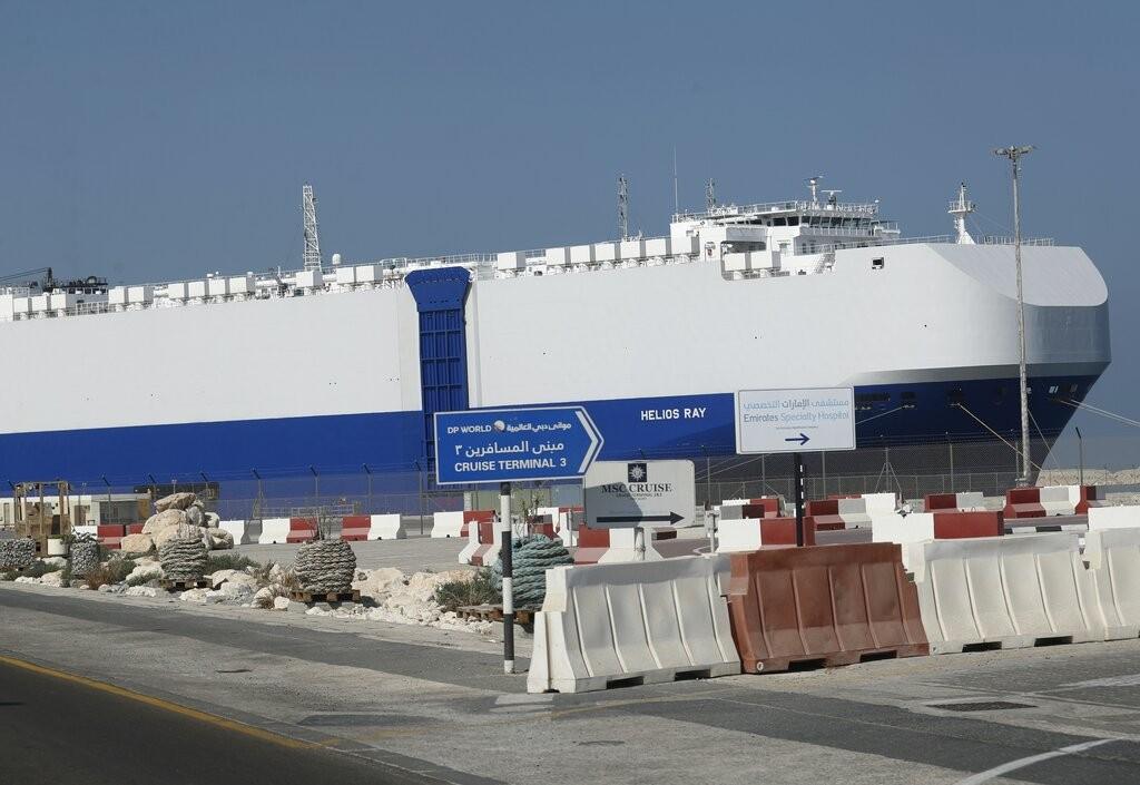رست سفينة الشحن الإسرائيلية هيليوس راي في الميناء بعد وصولها إلى دبي يوم الأحد 28 فبراير