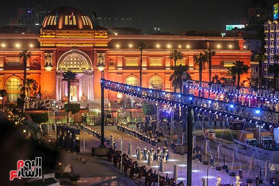 مصر تبهر العالم بالرحلة الذهبية للمومياوات الملكية