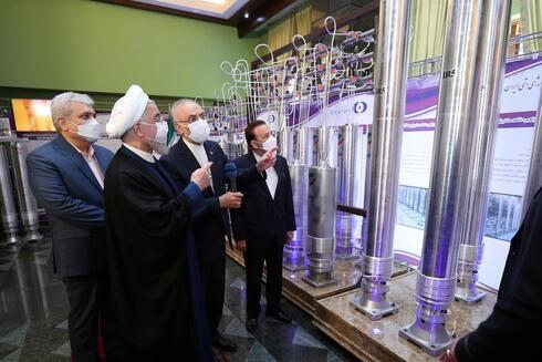 الرئيس الإيراني حسن روحاني  في نطنز