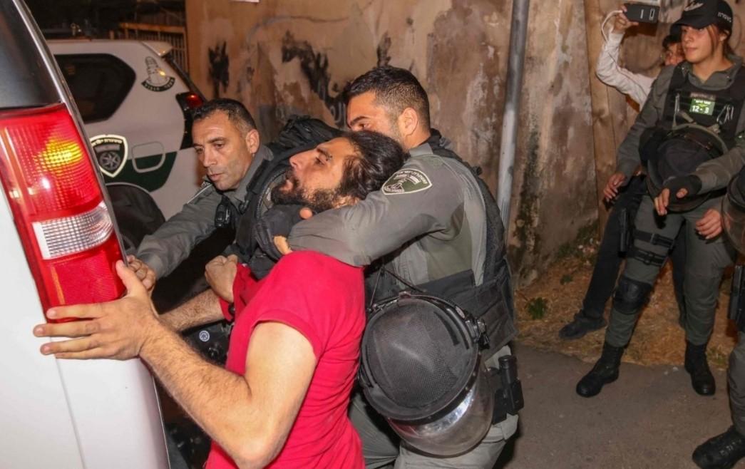 إضاءات اعتداء الإحتلال الإسرائيلي على الفلسطينيين في حي  الشيخ جراح في القدس المحتلة