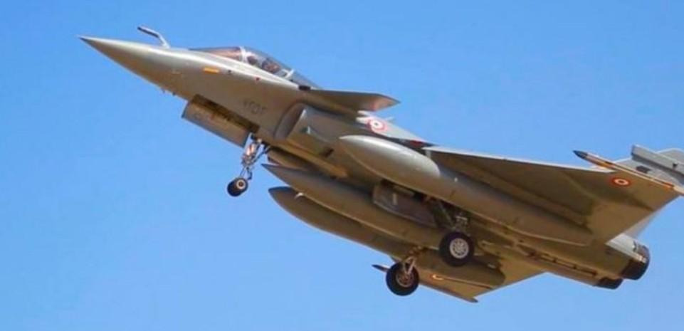 إضاءات  طائرات رافال مصر توقع عقدا مع فرنسا لشراء 30 طائرة حربية