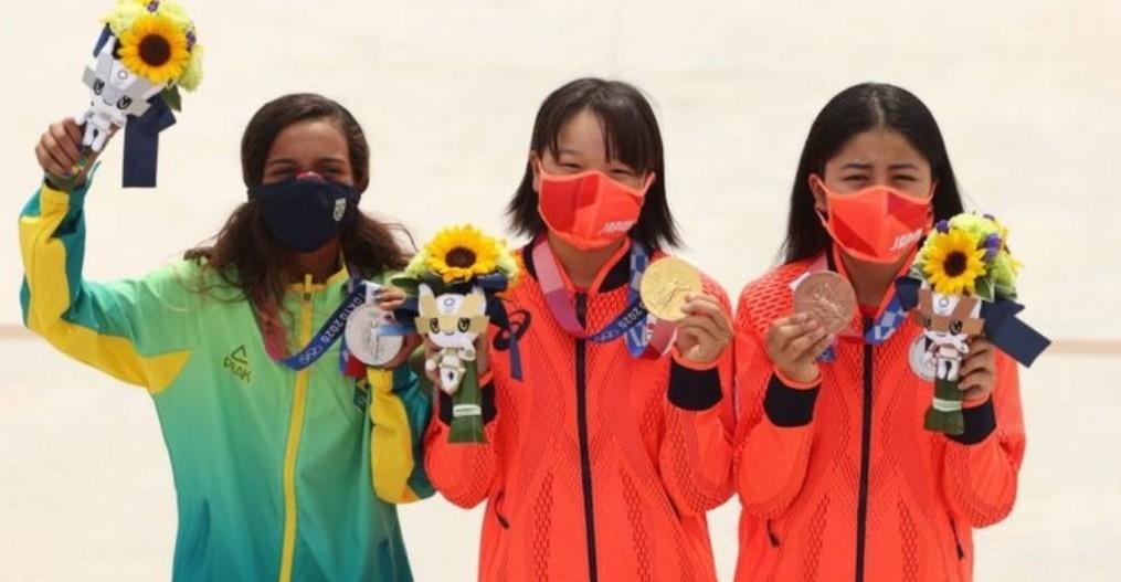 أولمبياد طوكيو نيشيا على منصة التتويج