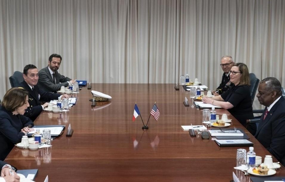 أمريكا وفرنسا وتعاون عسكري