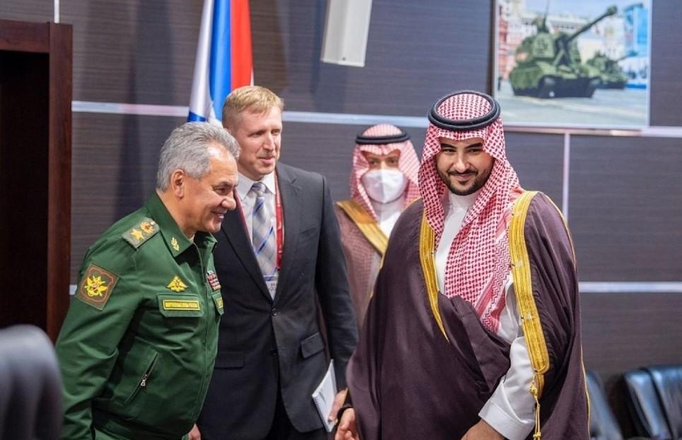 السعودية وروسيا الأمير خالد بن سلمان مع سيرغي شويغو